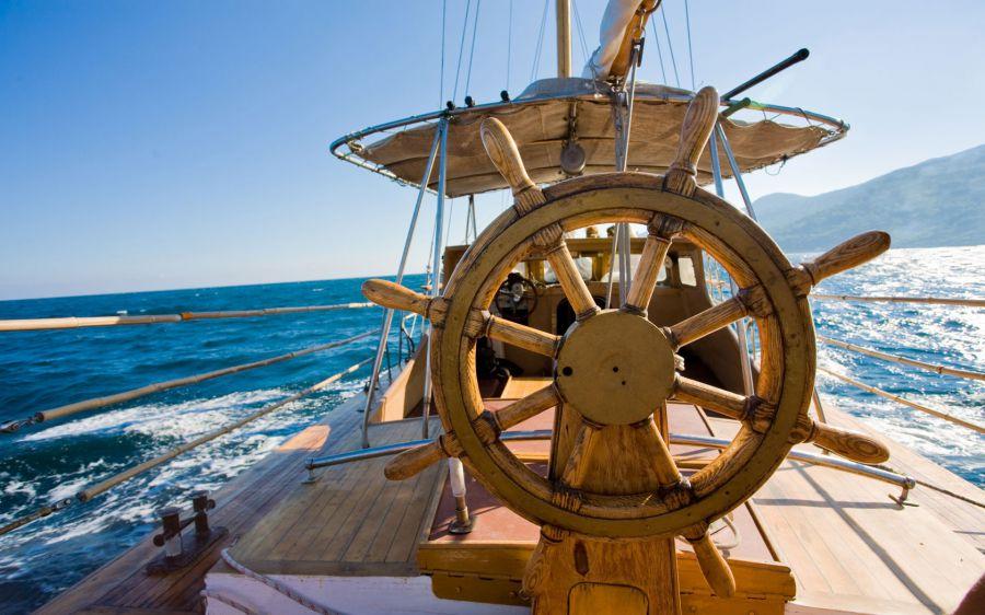 штурвал, управление парусной яхтой