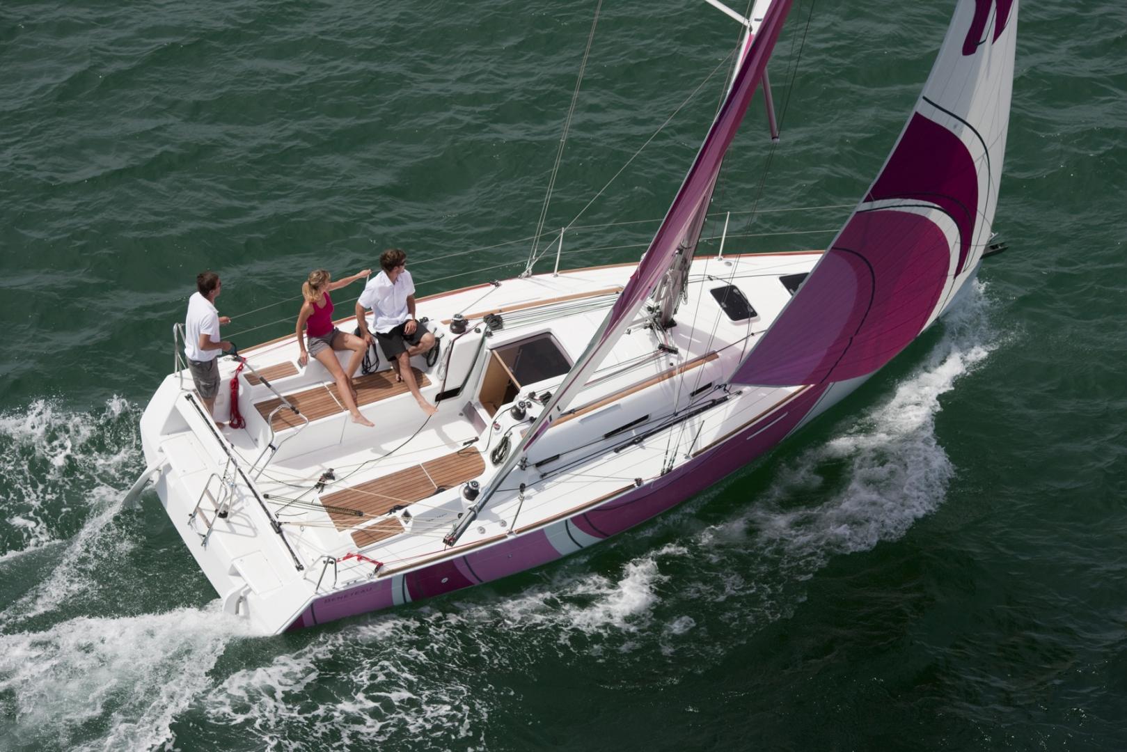 Парусная яхта Beneteau First 30