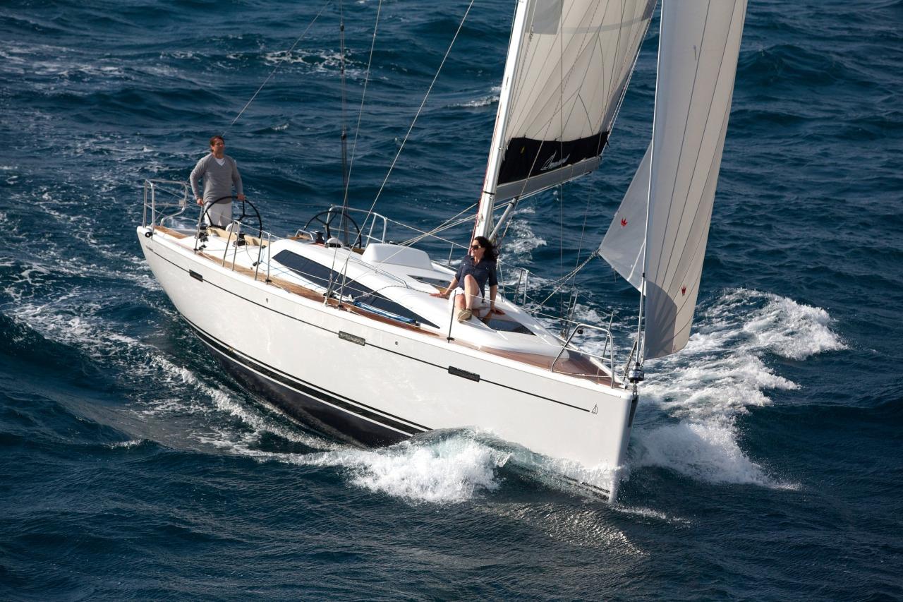 Парусная яхта Dehler 38