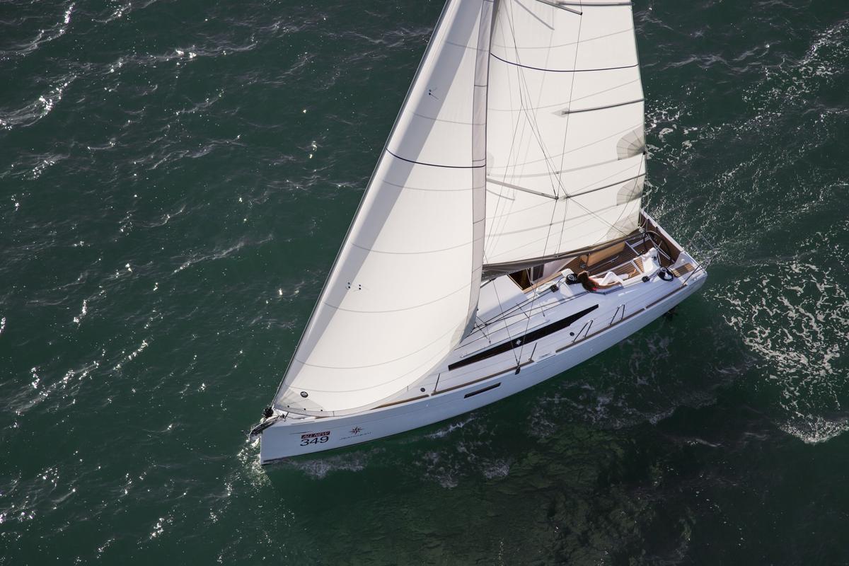 Парусная яхта Jeanneau Sun Odyssey 349
