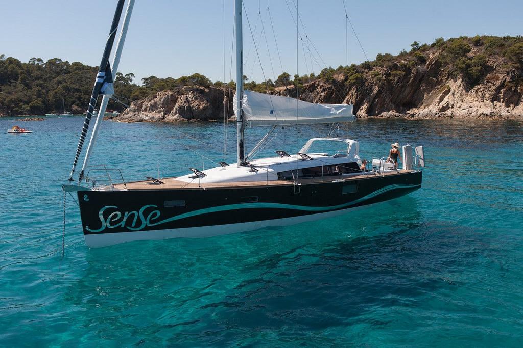 Парусная яхта Beneteau Sense 46