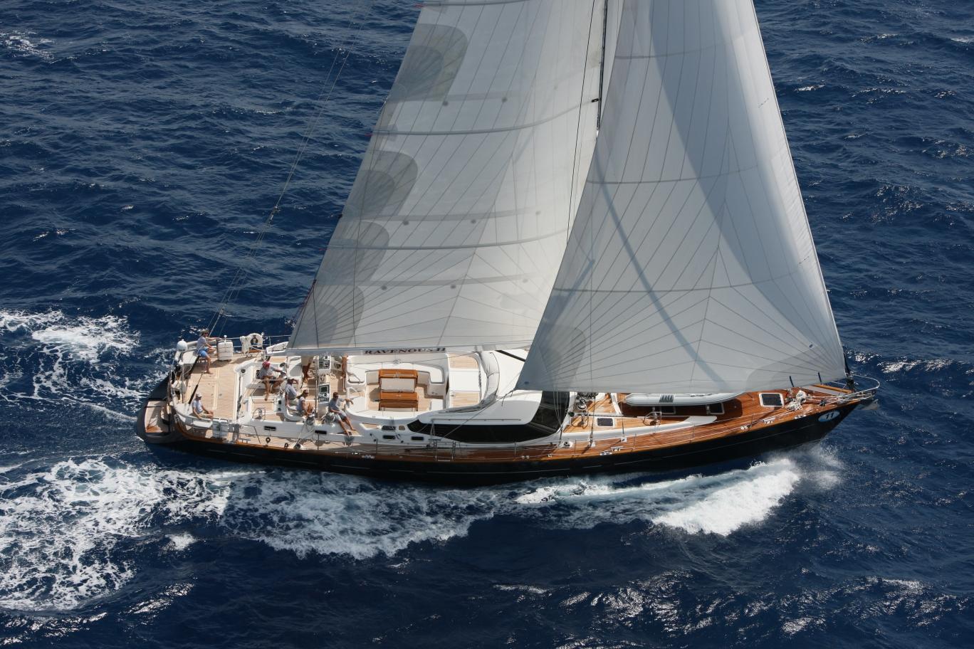Парусная яхта Oyster 82