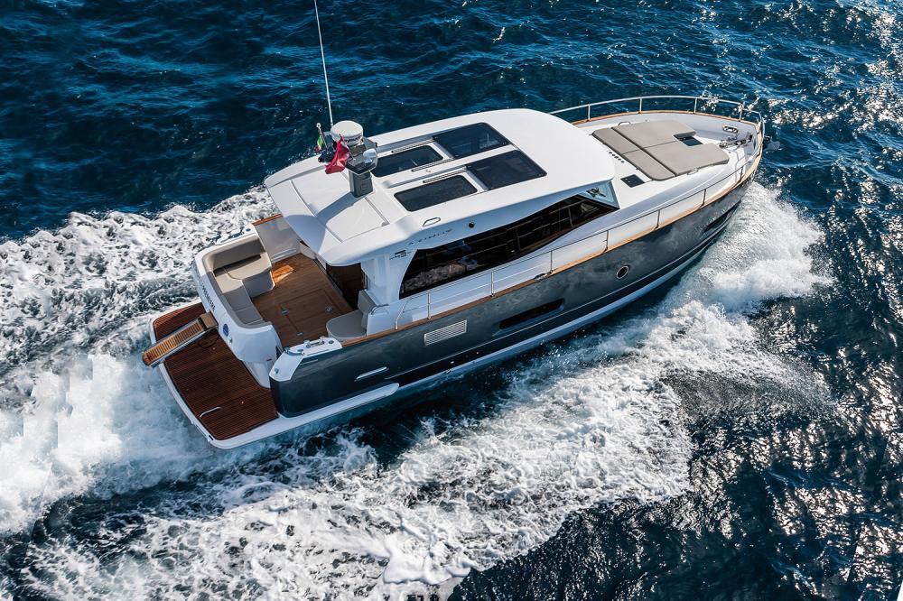 Моторная яхта Azimut Magellano 43