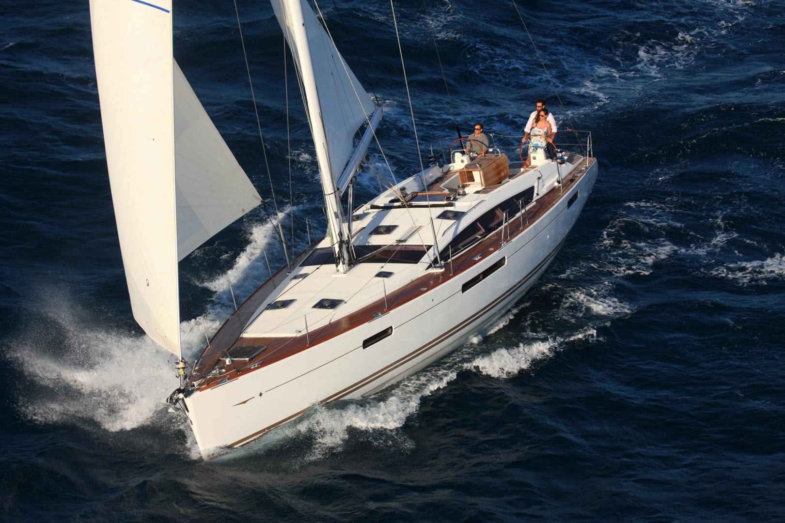 Парусная яхта Jeanneau 53
