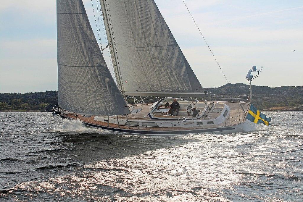 Парусная яхта Hallberg-Rassy 55