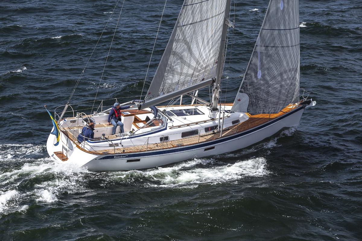 Парусная яхта Hallberg-Russy 412
