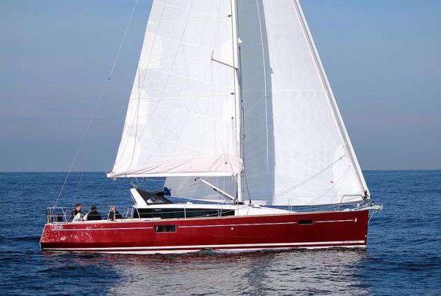 Парусная яхта Beneteau Sense 43