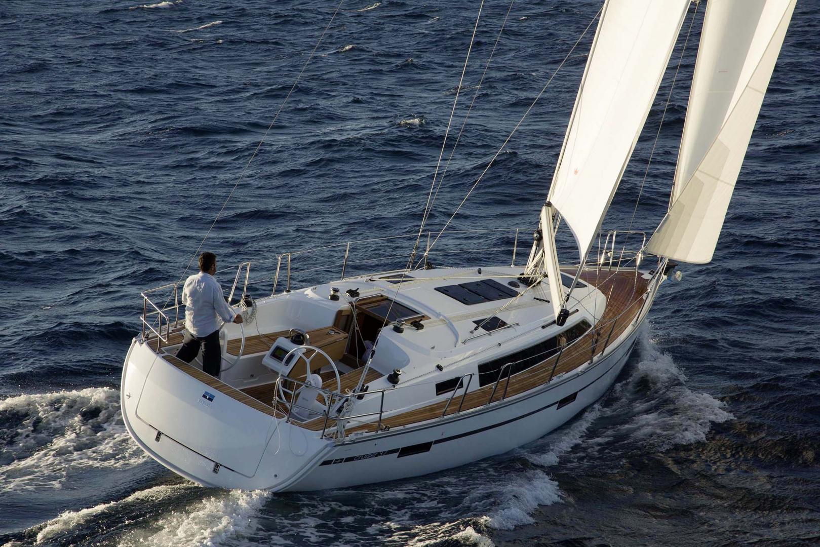 Парусная яхта Bavaria Cruiser 37