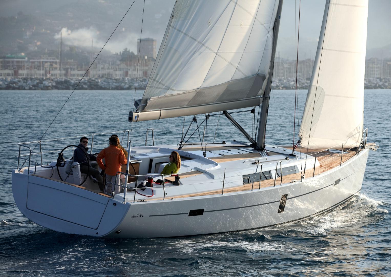 Парусная яхта Hanse 445