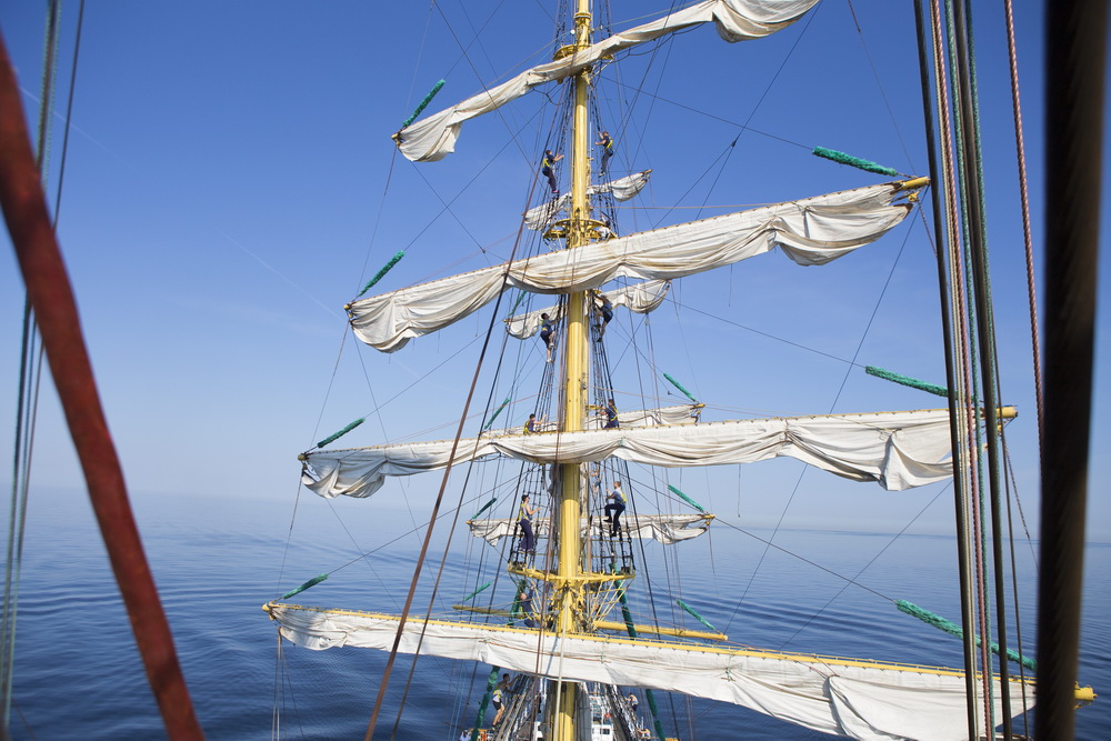 деревянная мачта яхты