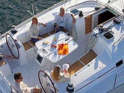 открытый кокпит яхты