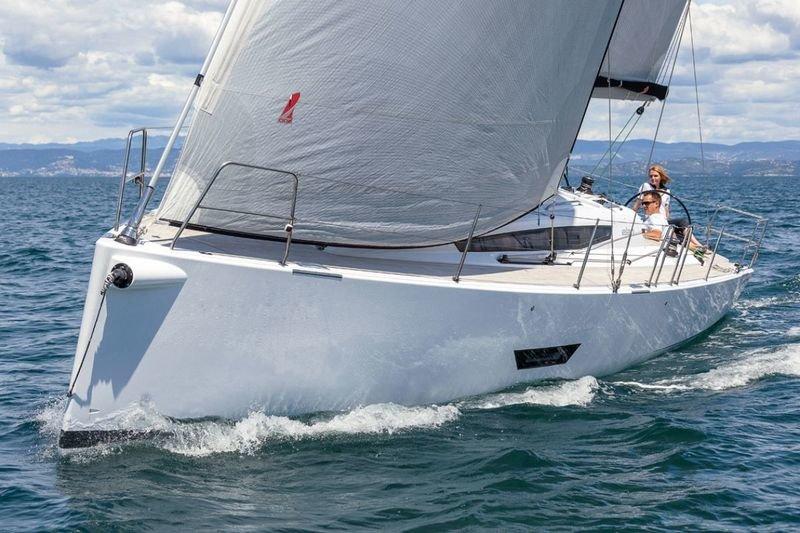 Парусная яхта Elan E5