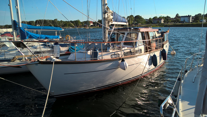 Парусная яхта Nauticat 38