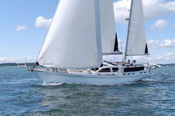 парусная яхта Nauticat 525