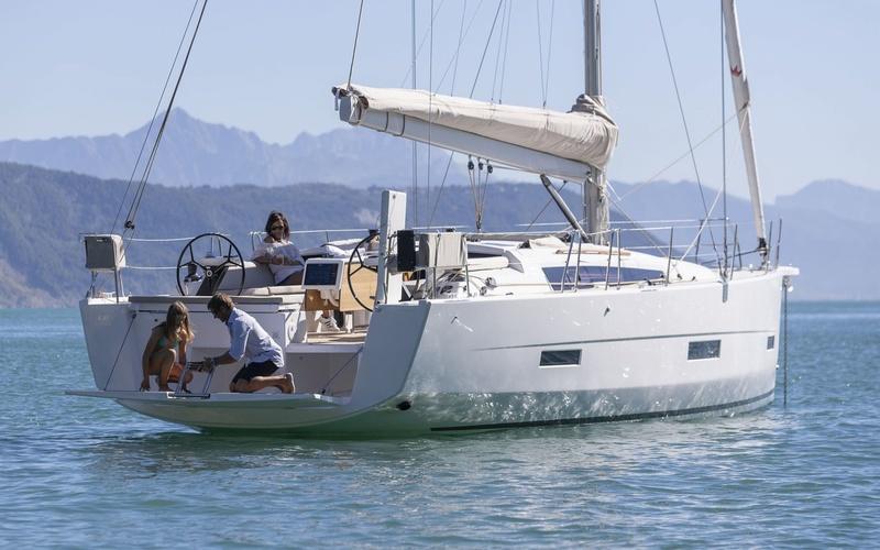 Парусная яхта Dufour Grand Large 430