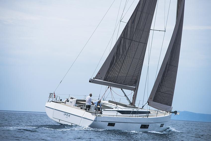 Парусная яхта Bavaria C50