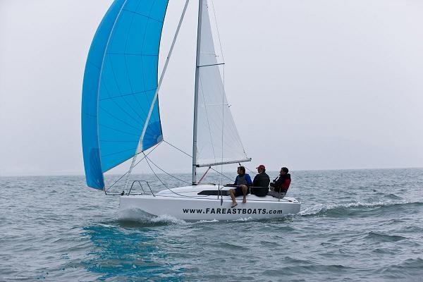 Парусная яхта FarEast 18