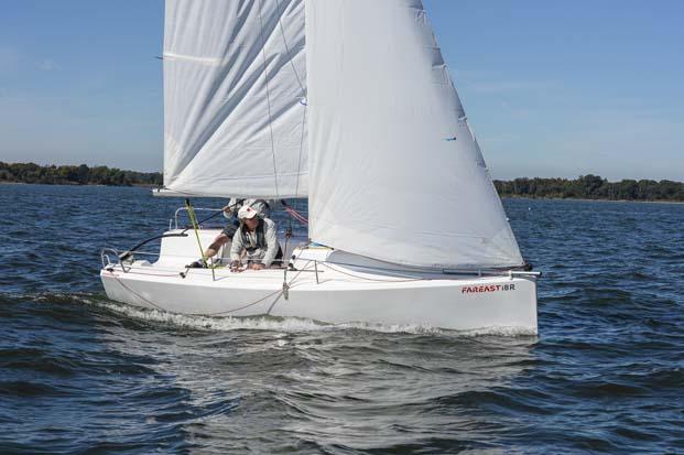 Парусная яхта FarEast 18R