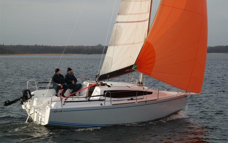 Парусная яхта Northman Maxus Evo 24