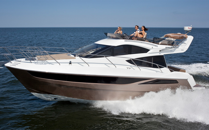 Моторная яхта Galeon 380 Fly