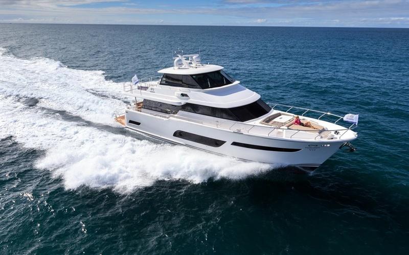 Моторная яхта Horizon V72