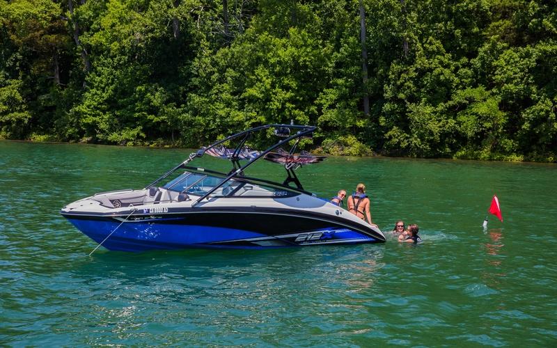 Моторная яхта Yamaha 212X