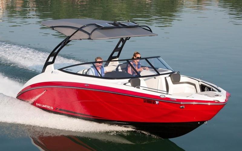 Моторная яхта Yamaha 242 Limited S