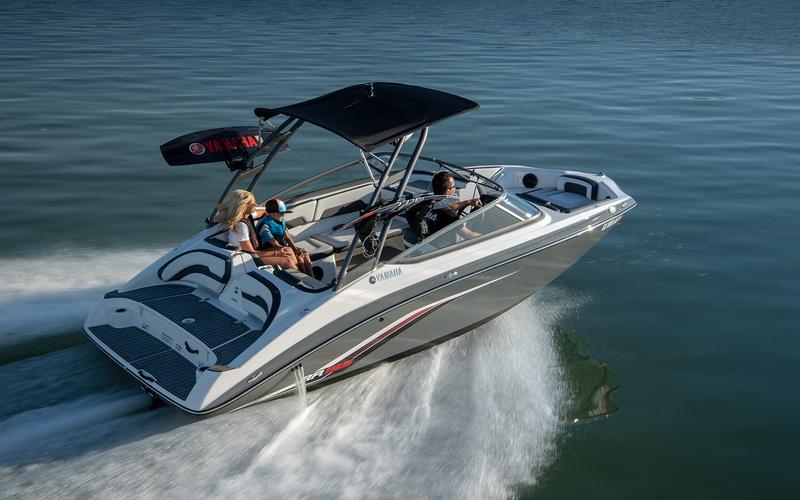 Моторная яхта Yamaha AR195