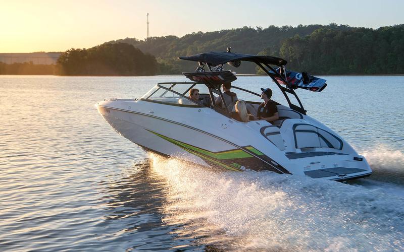 Моторная яхта Yamaha AR240